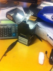 Lakrits och skumtomte på skrivbord