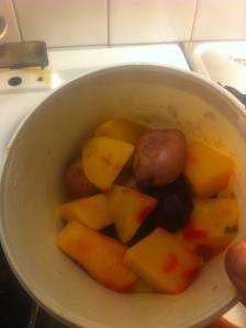 Lördagsmat - potatis palsternacka rödbeta morot kålrot skalad och kokt