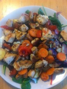 Måndag - Lunch morot, potatis, kyckling, lök, tomat, blomkål, rödkål, blandsallad