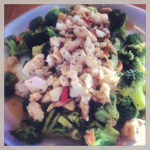 Onsdagslunch broccoli chili vitlök coctailtomater och torsk