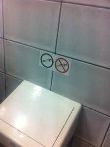 Sprutor är OK på flygplatsen i Krakow - bara man sätter på korken innan man slänger dem.