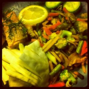 Citron och dillinkokt lax med wokgrönsaker