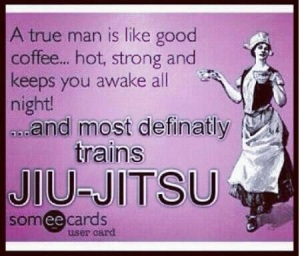 En man tränar jiu-jitsu