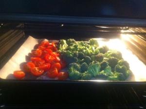 Söndagsmatlagningen - ugnstorkar broccoli och körsbärstomater