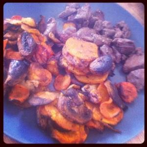 Kött - en manns fångst med sötpotatis morot palsternacka och champinjoner