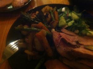 Påskmiddag - helgskinka lamm rotsaker och grönsaker