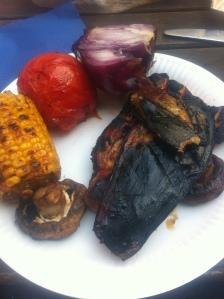 Grill - middag majs lök kyckling tomat aubergine