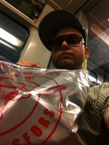 hamwid lyckling med 5 kg kött påväg hem från kötthallen